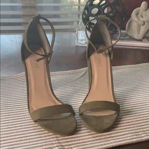 Green high heeled shoe